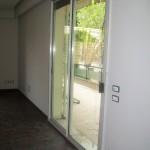 finestra scorrevole di infissi in alluminio